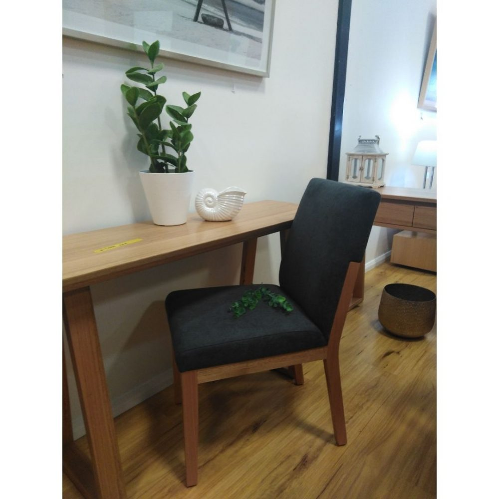 study-desk-with-chair